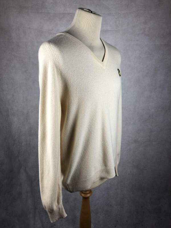 Lyle & Scott V Neck Sweater in Light Yellow in 100% Cashmere