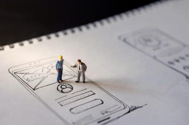 User experience concept. two miniature figure Premium Photo