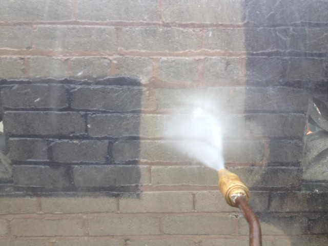 www.softwashscotland.com Power Washing Brickwork Walls Scotland.