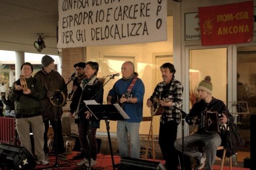 Musica Popolare - Proteste crisi economica Roal Castelfidardo (11)