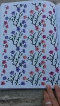 Coloriage fleurs de cerisier au feutre Stabilo