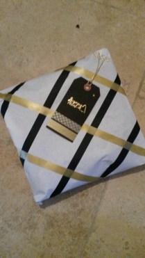 Paquet cadeau noir et doré