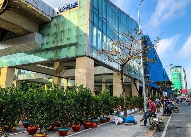 Cận cảnh nhà ga đường sắt Cát Linh - Hà Đông thành chợ cây cảnh - Ảnh 2.