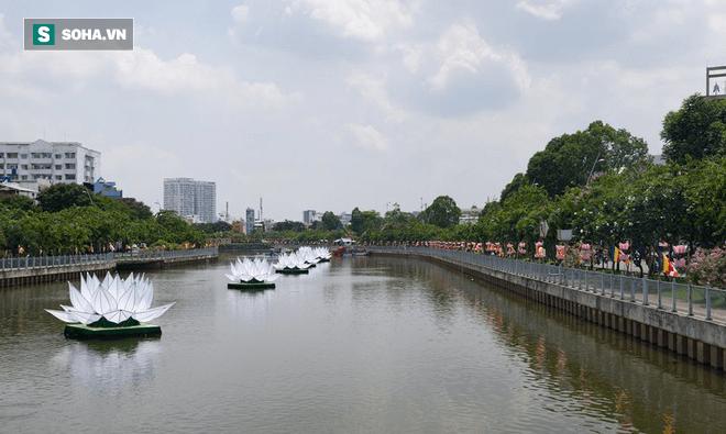 Sài Gòn rực rỡ mừng Đại lễ Phật Đản 2017 - Ảnh 18.
