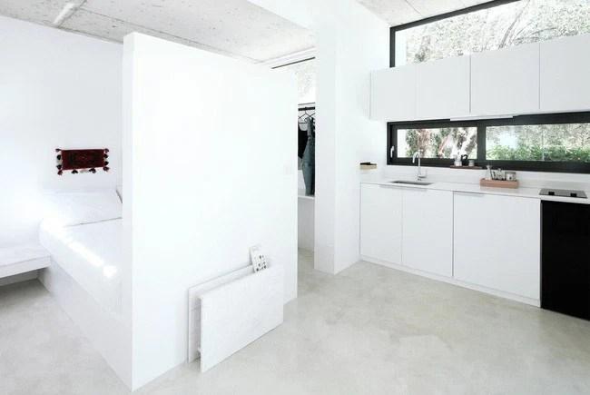 Chỉ một màu trắng tinh khôi nhưng không hề nhạt nhòa, ngôi nhà 26m² này đã làm được điều đó một cách hoàn hảo - Ảnh 2.