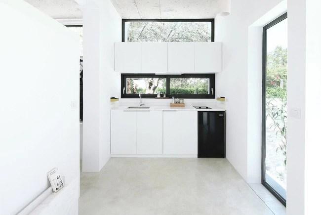 Chỉ một màu trắng tinh khôi nhưng không hề nhạt nhòa, ngôi nhà 26m² này đã làm được điều đó một cách hoàn hảo - Ảnh 6.