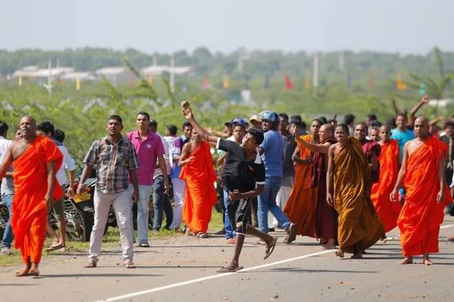 Bạo loạn tại Sri Lanka vì chính phủ cho Trung Quốc thuê đất 99 năm - Ảnh 1.
