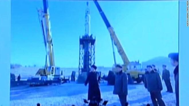 Những hình ảnh hiếm chưa từng công bố trong chương trình tên lửa của Triều Tiên  - Ảnh 6.