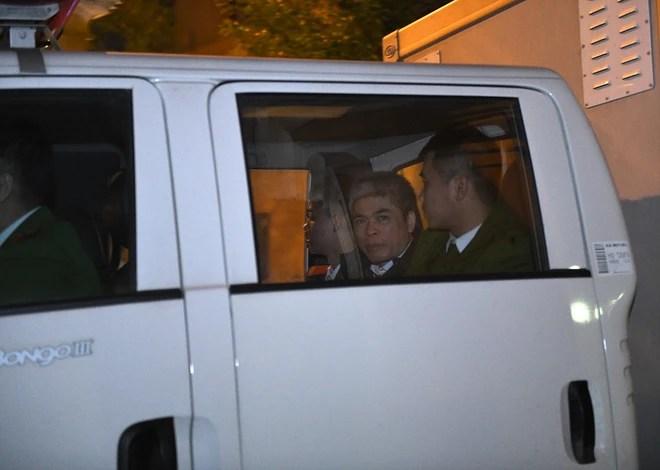 Ông Đinh La Thăng tươi cười rời toà sau ngày xét xử thứ 4 - Ảnh 8.