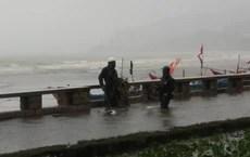 Nhiều ngư dân Vũng Tàu liều lĩnh ra biển kiểm tra tài sản giữa cơn bão số 9 quét qua