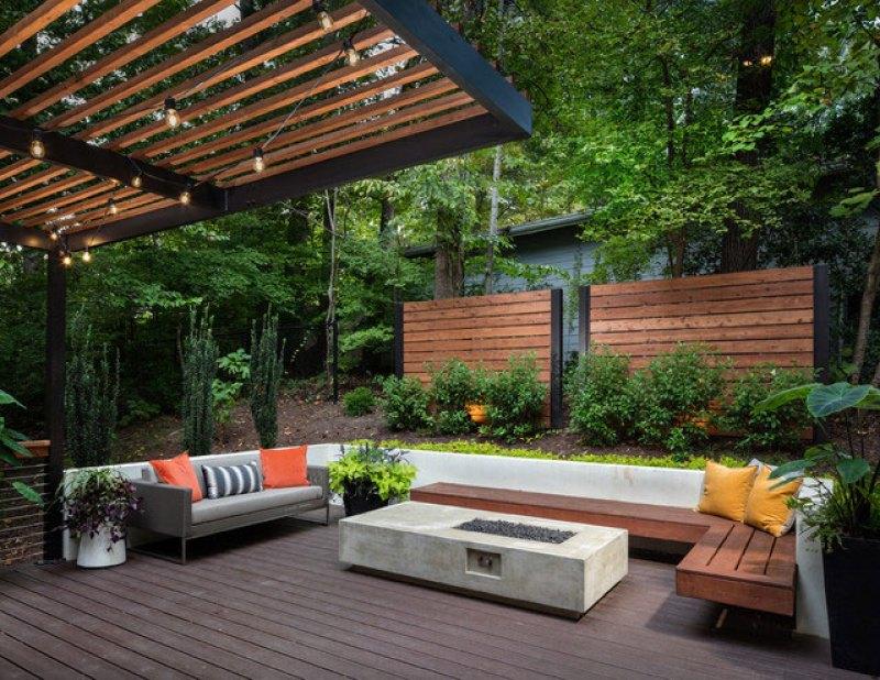 Inventive use of wood landscape screens