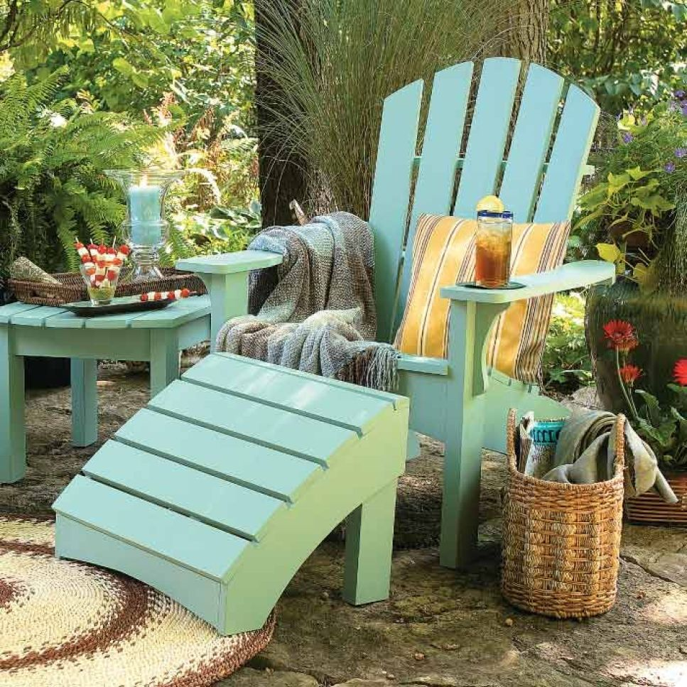 painted chair and side table sets the mood