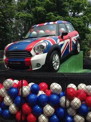 peneka jumlah bola yang tepat akan membawa pulang kereta Mini Cooper Countrymen ini