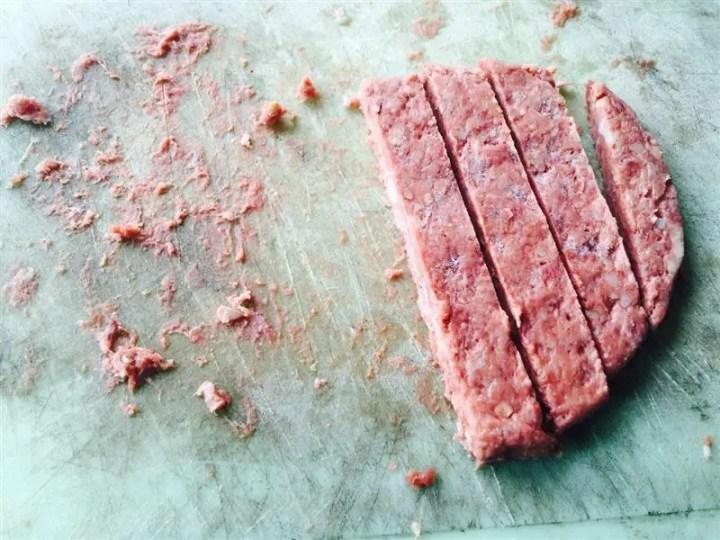 potong daging burger