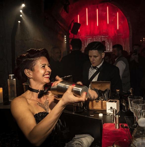 Photo de la Barmaid de la soirée Sexton au Chapelais de Paris