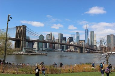 Vue sur Manhattan depuis le Brooklyn Bridge Park