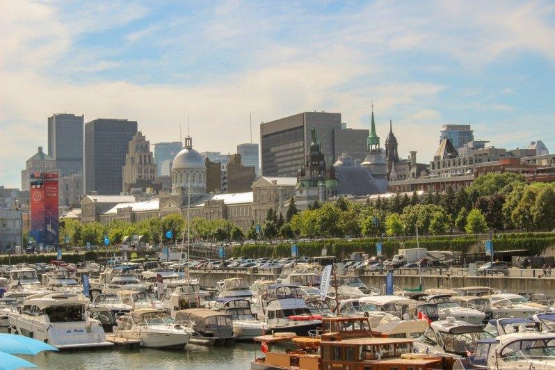 Vue sur Montréal depuis le quai de l'horloge