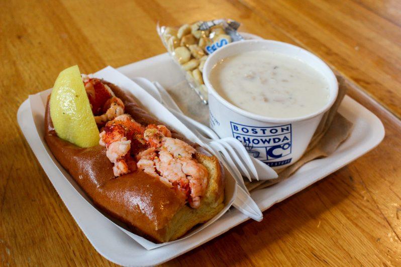Lobster Roll et Clams Chowder au Quincy Market de Boston