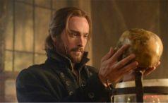 Ichabod examines the horseman's head for clues