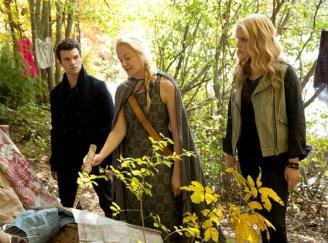 Eve tells Elijah and Rebekah of the new clan