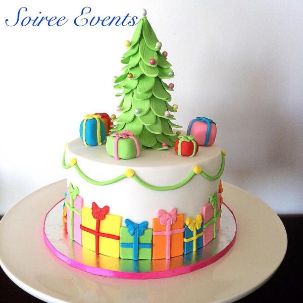 christmas tree and present cake