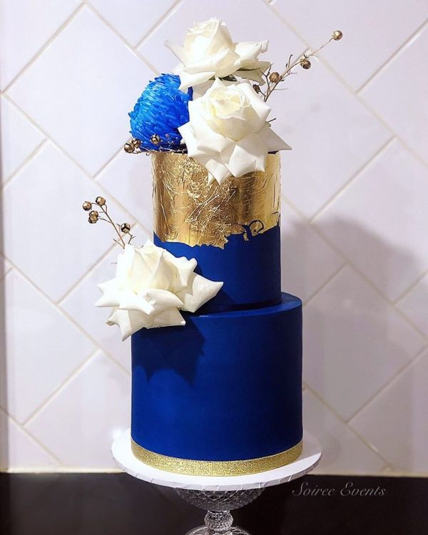 navy and gold fresh flower cake