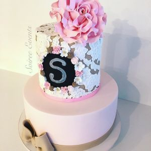 sugar lace and bow cake with hand made sugar flower