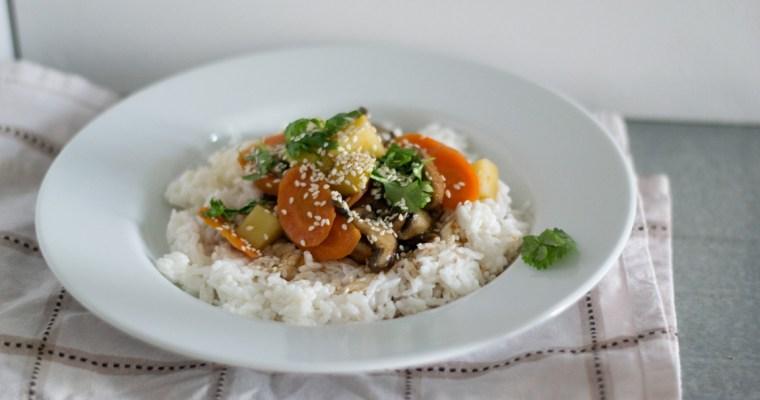 Chinesische Gemüsepfanne mit Kokosmilchreis