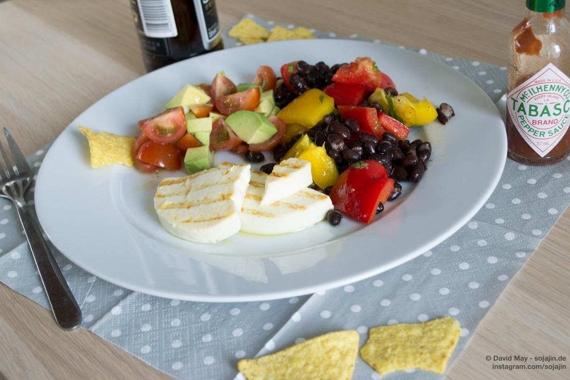 Mexikanischer Salat mit Grillkäse