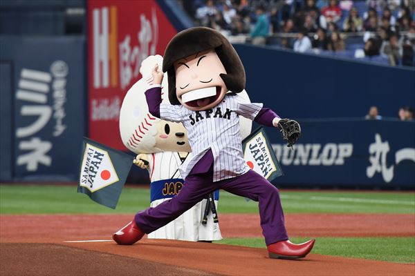 [ANIME] Mr. Osomatsu's Iyama throws the ceremonial first pitch in the Japan National Baseball Team's game