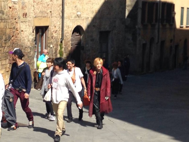 [MOVIES] Live-Action Full Metal Alchemist Film's Edward Elric spotted in costume in Italy
