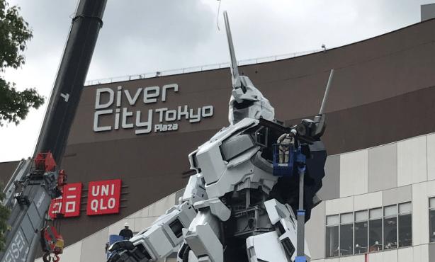 Life-size Unicorn Gundam update: Upper body attached, Gundam Base Tokyo opens