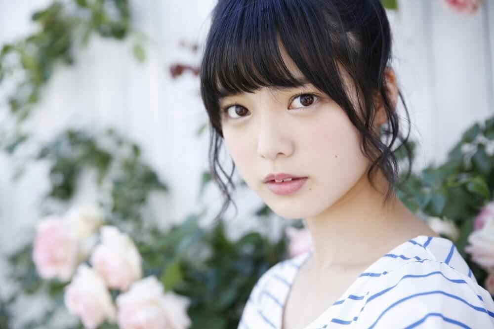 Keyakizaka46 Centre Yurina Hirate Falls Off Stage During Concert