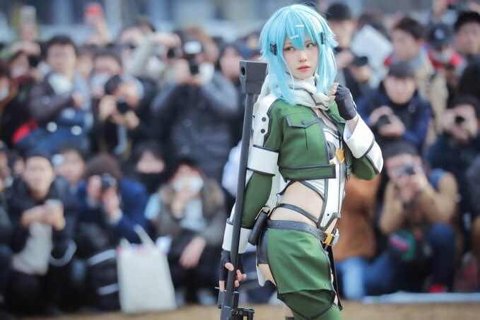 Enako wows during Comiket 97… while aggressive photographers harass 3 cosplayers