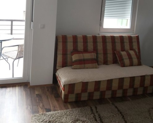 4P apartman Sokobanja - ležaj u dnevnoj sobi