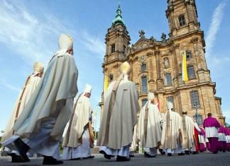 Католическая церковь за выходной день в воскресенье