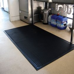 tapis agroalimentaire antiderapant a surface crampons