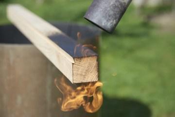 chalumeau et bois brûlé