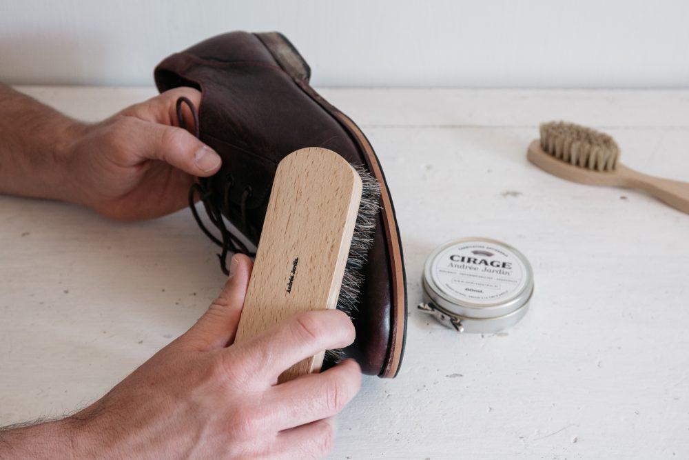brosse à reluire pour dépoussiérer le bois ou les chaussures