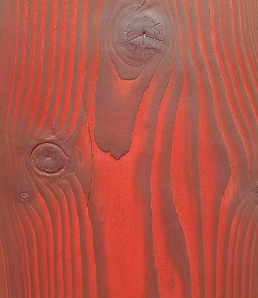 échantillon de teinte à bois rouge avec sapin blanc brûlé et brossé