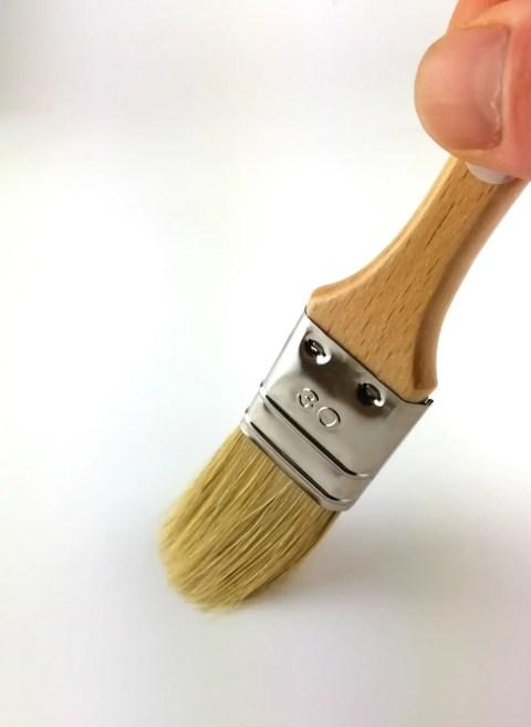 pinceau plat 30mm manche hêtre vernis