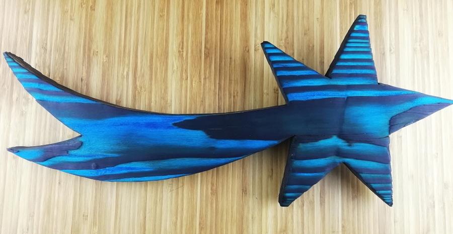 étoile fabriquée avec la méthode de la foramtion Yakisugi décoratif