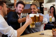 ¿El alcohol es bueno, malo o neutro para la salud cardiovascular?