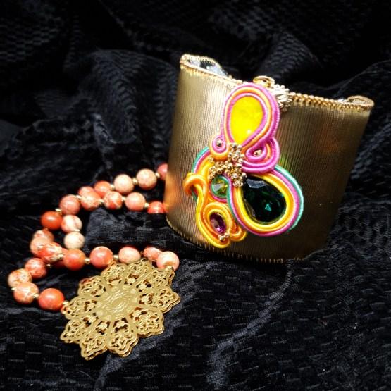 Solal Bijoux Haute Fantaisie bijou nomade jaune, rose, orange et vert + manchette avec manchon réversible