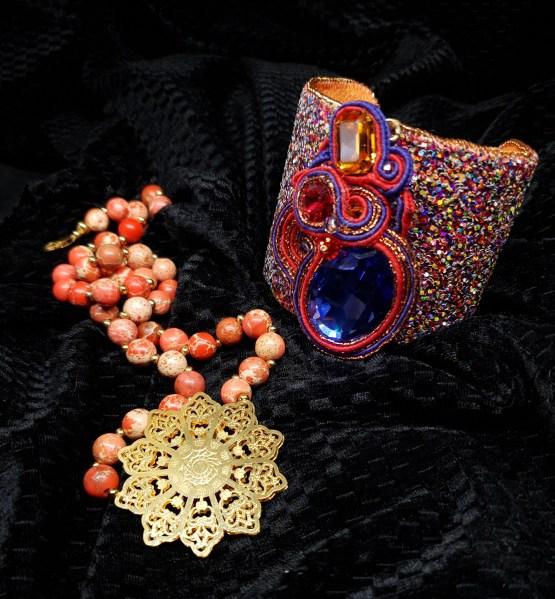 Solal Bijoux Haute Fantaisie bijou nomade mauve rouge et cuivré + manchette avec manchon réversible + collier aimanté en perles
