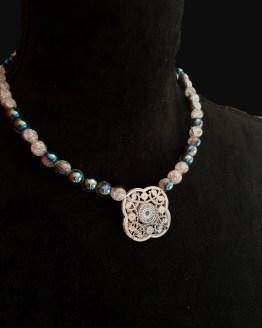 Solal Bijoux Haute Fantaisie collier aimanté de perles en verre craquelé bleu métallisé