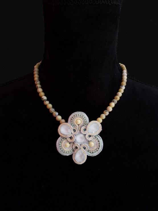 Solal Bijoux Haute Fantaisie collier aimanté de perles en turquoise jaune et bijou nomade vert et jaune