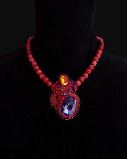 Solal Bijoux Haute Fantaisie collier aimanté en perles de jaspe impérial rouge et bijou nomade mauve rouge et or