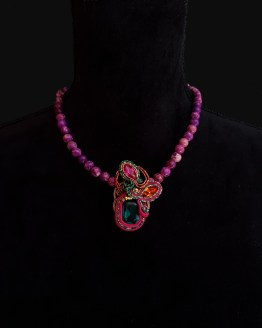 Solal Bijoux Haute Fantaisie collier aimanté de perles en jaspe impérial mauve et bijou nomade vert rose et jaune