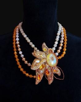 Solal Bijoux Haute Fantaisie collier de perles en verre et jade jaune et bijou nomade soleil
